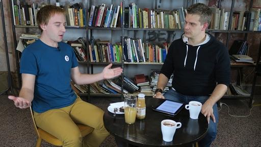 Přijměte pozvání k rozhovoru s Mikulášem Minářem u Stolu pro tři
