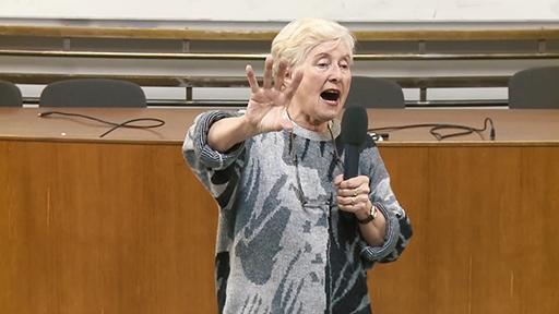 S takovouto vervou se zhostila Anna Hogenová přednášky Odvaha ke štěstí